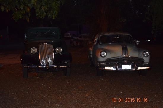 Russian River Vineyards: Classic old cars