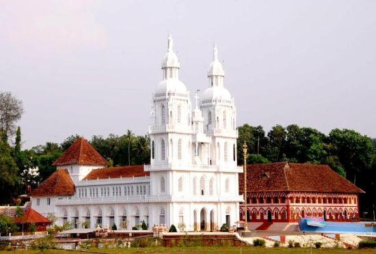 St. Mary's Forane Church: The Scenic Kuravilangad Church (view from Ground)