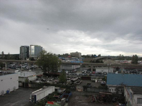 Days Inn - Vancouver Airport: View from Room