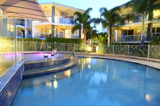 Coolum Beach, ออสเตรเลีย: Kids pool at sunset