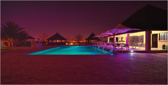 Aquanzi Lodge: Aquanzi pool and patio on a summer evening.