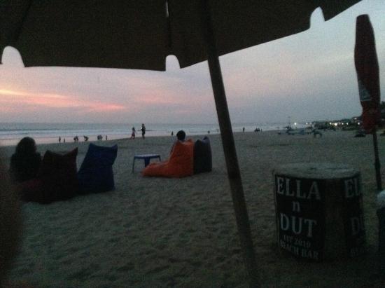 Ella n Dut Bar: Sunset at Dut's bar!