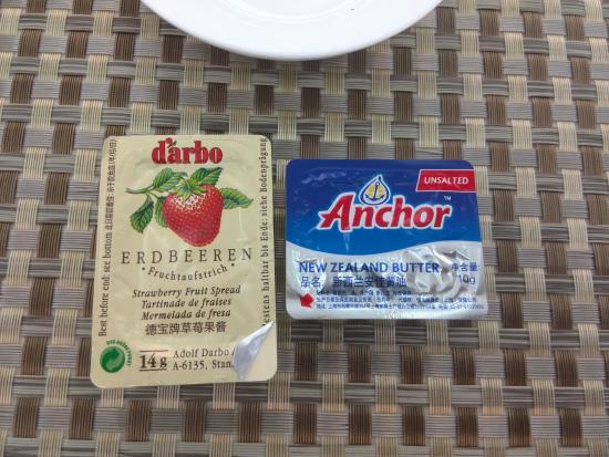 Hamhung, Nordkorea: Marmelade und Butter werden aus Österreich bzw. Neuseeland eingeführt.