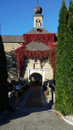 Schloss Gabelhofen: Zugang zum Hotel