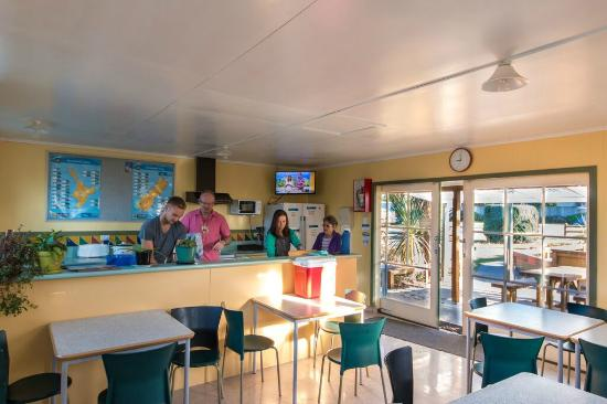 Timaru TOP 10 Holiday Park: Communal Kitchen