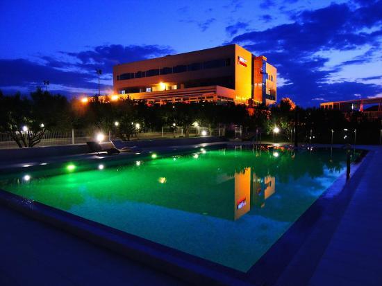 Hotel Panorama: Hotel by night