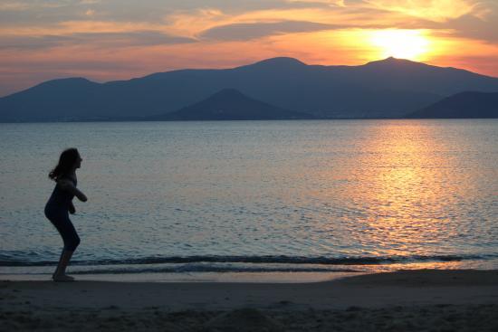 Iria Beach Art Hotel : Sunset over Paros from Agia Anna, Naxos