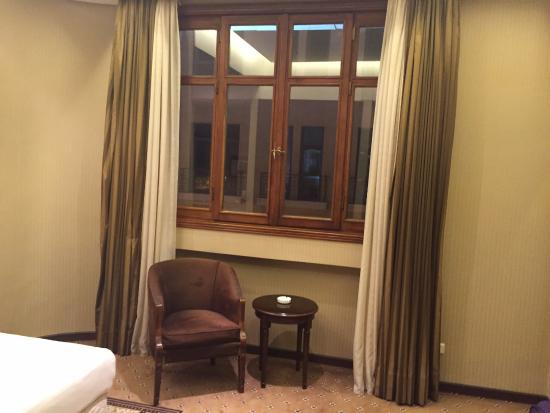 Etoile Suites Hotel: Окно