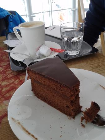 Cafe 3.440: Chocolate cake