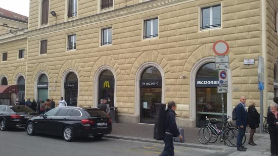 Station building picture of stazione di bologna centrale for Bologna hotel stazione centrale