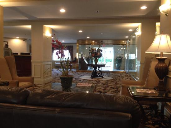 University Inn Hotel: Lobby area
