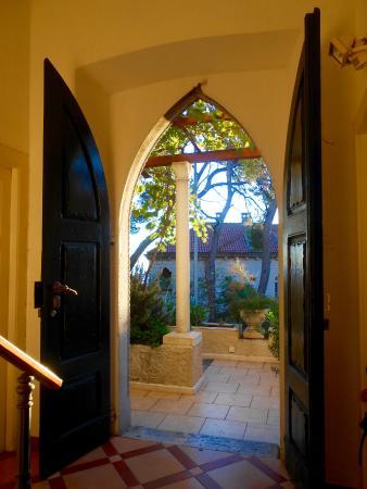 "House ""Boninovo"": Front entrance leading onto terrace"