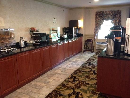 University Inn Hotel: Breakfast area