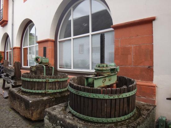 Cusanus-Stift: во дворе  монастыря-богадельни