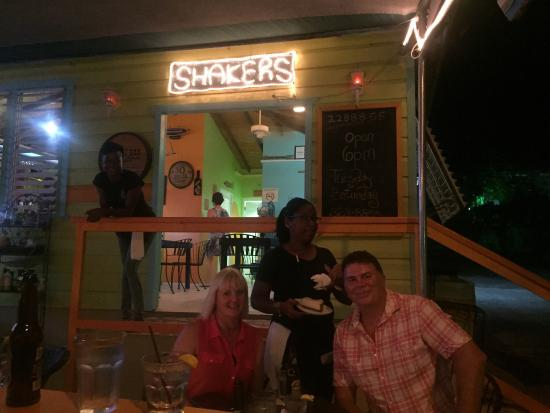 Shakers Bar & Grill: photo0.jpg