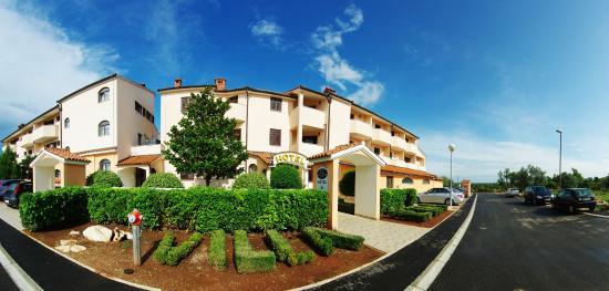 Hotel Villa Letan: Front