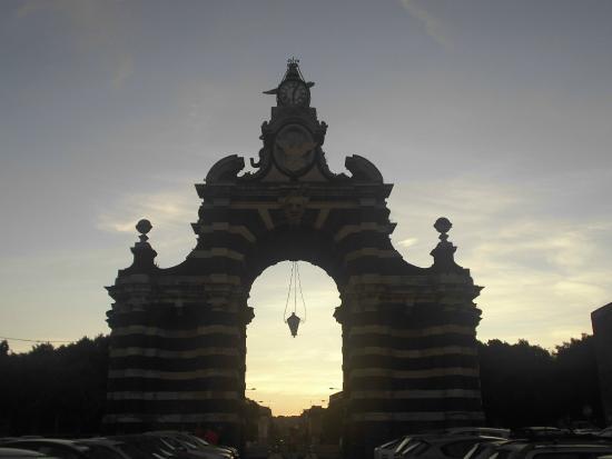 Porta di palermo foto di porte di catania catania - Porte a palermo ...