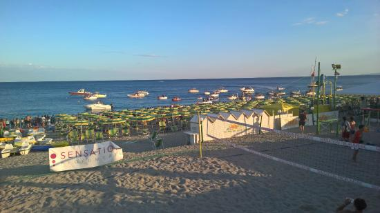 Hotel Sabbia D'oro: Procession of boats along the beach front for the festa