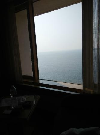 Trident, Nariman Point: SEA FROM THE ROOM