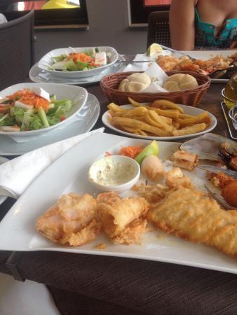 Olive Tree Restaurant: Nemo Platter. Заказывать лучше на 2 человека. Одному это не съесть