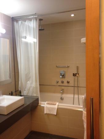 Salle de bain avec baignoire photo de hotel pasino le for Hotel avec bain