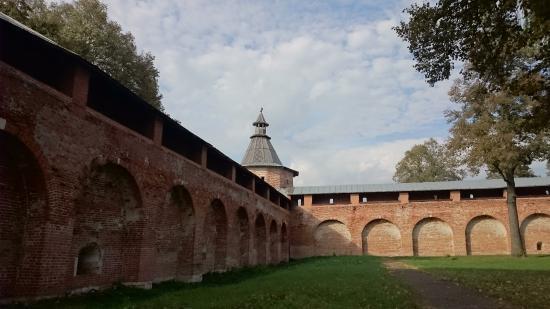 Zaraysk Kremlin State Museum of History, Architecture, Art and Archaeology: Стены кремля