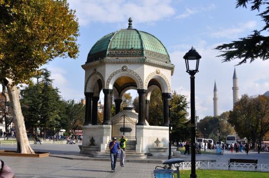 Fontana di Guglielmo II - Bild von Deutscher Brunnen ...