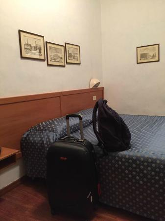 Hotel Accademia: the bed