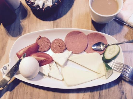 Merih 2 Hotel: 1皿で出てきた朝食