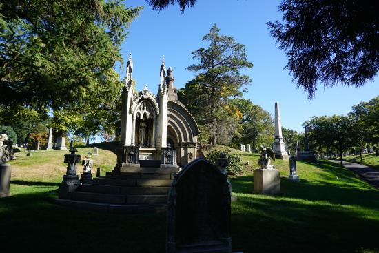 Boroughs Of The Dead: Macabre New York City Walking Tours: Green-Wood Cemetery