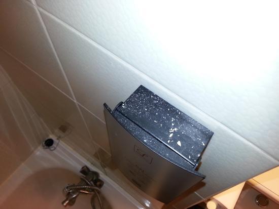 La Gentilhommiere Hotel-Restaurant : Le distributeur de savon (vue de dessus)