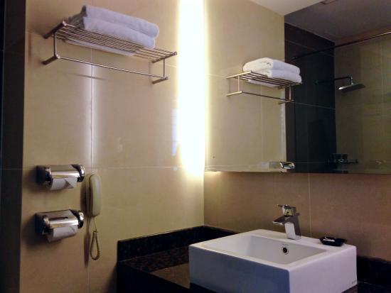 Bathroom Design Johor Bahru superior triple room - bathroom - picture of ksl hotel & resort