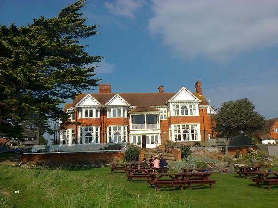 The Beach House Restaurant: Lovely setting