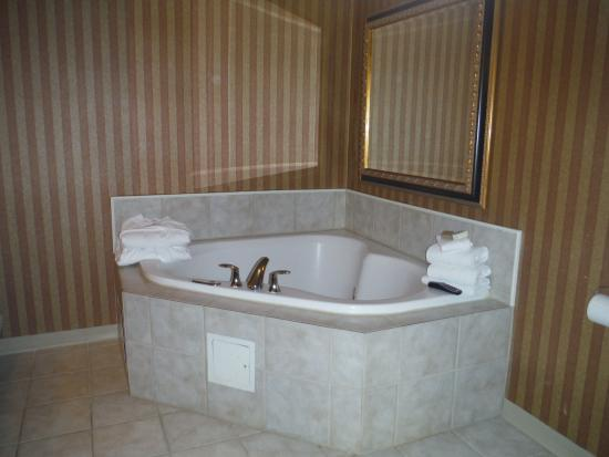 North Stonington, CT: Jacuzzi in our room