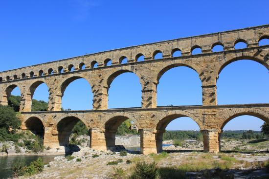 Architecture of bridge picture of pont du gard vers for Pont du gard architecte