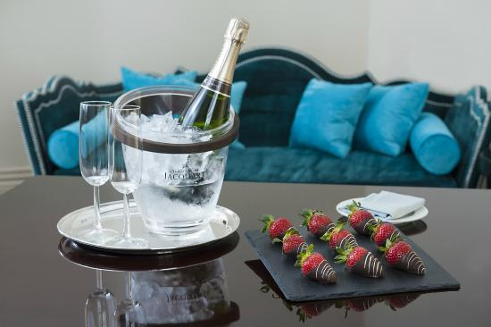 The Apartments by The Sloane Club: Little Luxuries - Champagne and Strawberries