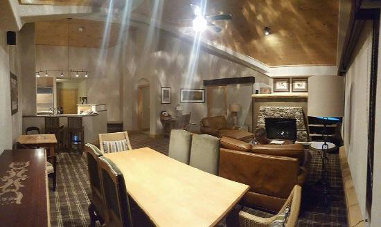 Fairmont Heritage Place Franz Klammer Lodge Main Living Space Dining Room