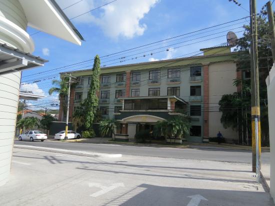 Hotel & Suites El Picacho: Fachada