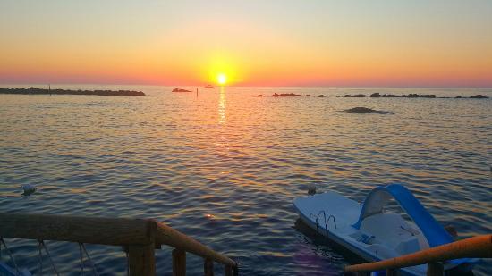 La Rotonda Sul Mare: Il posto più esclusivo dell'Isola. Ubicato a Forio gode di una vista eccezionale.  Il tramonto v