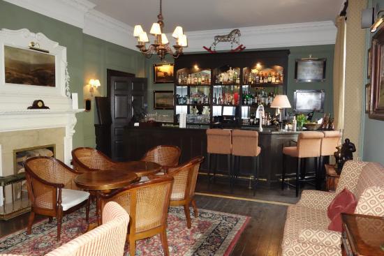 Weston on the Green, UK: Cozy Bar