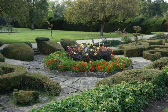 Weston on the Green, UK: More Gardens