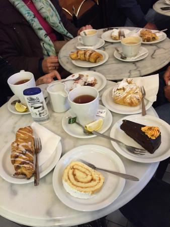 Szalai Cukraszda : Cakes