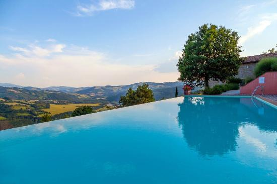 Bellaugello prices guest house reviews gubbio italy tripadvisor - Infinity pool europe ...
