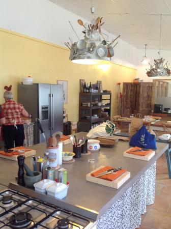 Arpaillargues, Francja: Setting up our cooking area