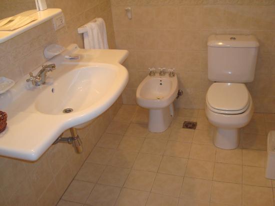 Patagon Hotel: baño muy limpio y completo