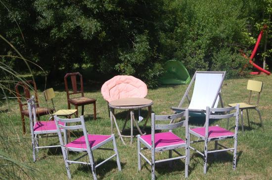 Saint-Christoly-Medoc, Frankrijk: salon détente dans le jardin