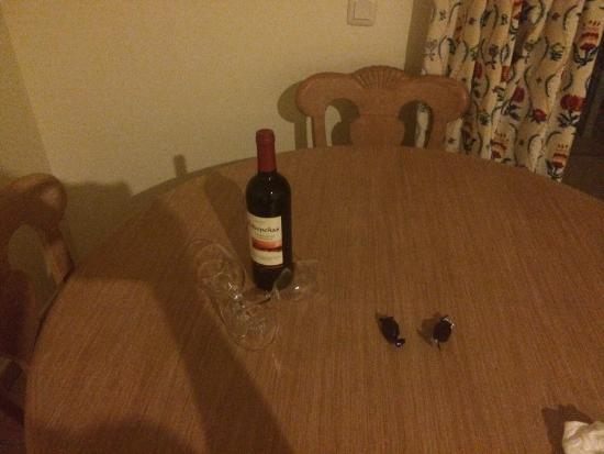 Hotel Vitalclass Lanzarote: Nice touch if you like red wine