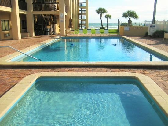 Coastal Waters Inn : Awesome pools