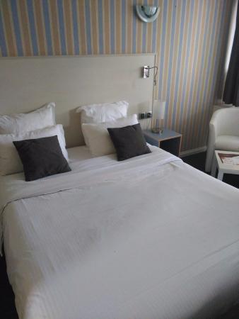 Motel Les Bleuets: Dormitorio
