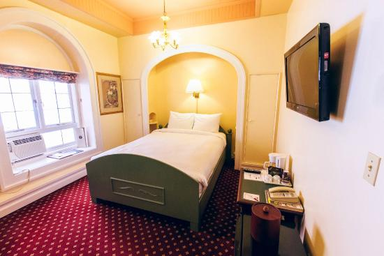 Bedford Regency Hotel: Standard Queen Room